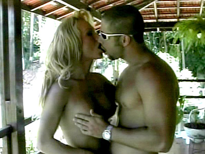 Blonde transexual Outdoor Hook Up